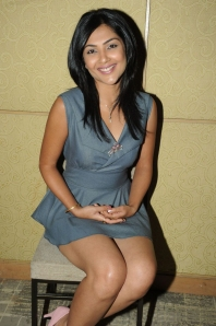 kamalini-mukherjee-skirt-hot-pics